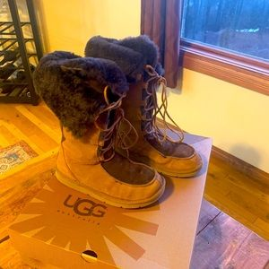 Women's Ugg boots. Size 7. Two toned